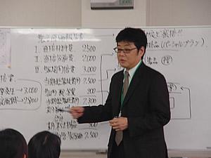 講義中の講師